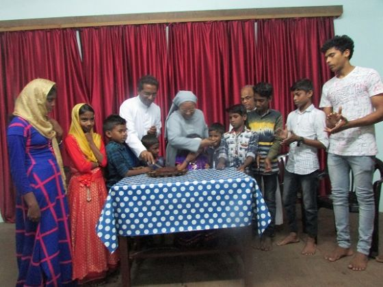 Christmas with Okhi cyclone effected families.JPG